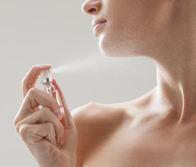 khoảng cách giúp giữ mùi nước hoa lâu hơn